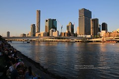 Brisbane, Skyline am Brisbane River (blauepics) Tags: australia australien queensland qld brisbane city stadt house haus gebäude building architecture architektur skyscrapers wolkenkratzer skyline river fluss water wasser evening sun abendsonne