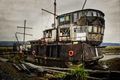 Nice curtains (Tiigra) Tags: homer alaska unitedstates us 2011 boat door ruin ship town usa window wood