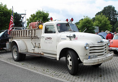 Chevy fire truck (Schwanzus_Longus) Tags: german germany old classic vintage fire truck engine lorry fighting brigade department feuerwehr big bumper meet oldenburg chevy chevrolet loadmaster 6100 pumper us usa america american