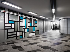 A touch of blue (Ulrich Neitzel) Tags: blau blue city geometric hamburg kacheln mzuiko1250mm man muster olympusem5 pattern people person stripes subway tiles ubahn underpass wandsbekmarkt woman