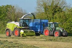 Claas Jaguar 970 SPFH filling a Broughan Engineering Mega HiSpeed Trailer drawn by a Fendt 720 Vario Tractor (Shane Casey CK25) Tags: claas jaguar 970 spfh filling broughan engineering mega hispeed trailer drawn fendt 720 vario tractor green agco self propelled forage harvester crookstown county cork silage silage17 silage2017 grass grass17 grass2017 winter feed fodder ireland irish farm farmer farming agri agriculture contractor field ground soil earth cows cattle work working horse power horsepower hp pull pulling cut cutting crop lifting machine machinery nikon d7100