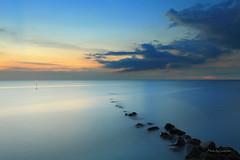 六塊厝漁港 (Lavender0302) Tags: 夕陽 六塊厝 屯山 淡水 新北市 台灣 taiwan sunset bluehour
