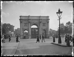 Commemorative Gates, London, Rex Hazlewood, 1918-1919 (State Library of New South Wales collection) Tags: australia worldwarone ww1 statelibrary nsw newsouthwales rex hazlewood war correspondents