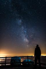 Contemplant la Via (vilchesdavid) Tags: milkyway watching comtemplando sky vialactea garrotxa nocturna nightphotography night stars estrellas longexposure largaexposicion observer nikon d750 sigma24 cieloestrellado