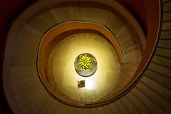 golden twist (Barbara Blüh) Tags: singapur urlaub singapore sg stairs curls hotel gold architecture brown twist asia