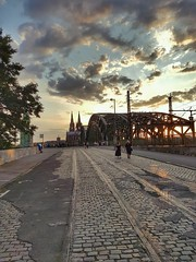 Way to Cologne (Magic M.) Tags: sunset sonnenuntergang cologne köln hohenzollernbrücke hohenzollernbridge clouds wolken dom colognecathedral