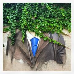 (baptisteflageul) Tags: paris france mur wall rue street streetart streetartparis streetartistry homme man costume suit cravate tie liere ivy visage face portrait ville city urbain urban bleu blue vert green