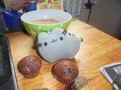 135 (en-ri) Tags: pusheenthecat minimuffin cappuccino colazione breakfast sony sonysti pupazzino gatta cat miao verde cup tazza