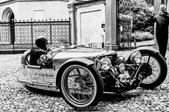 La Máquina (Stauromel) Tags: bergamo coches motoguzzi lemans louisvuitton travel artgallery alquimiadigital stauromel street motor bn blancoynegro blackwhite italia italy italie