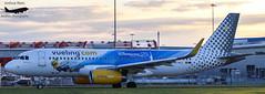 EC-MLE (Joshua Rees Aviation Photography) Tags: ecmle vueling airbus a320 london luton airport ltn eggw