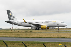 Vueling  EC-LVO  A320-214 (airbus02) Tags: vueling airbus a320 winglet roissy cdg