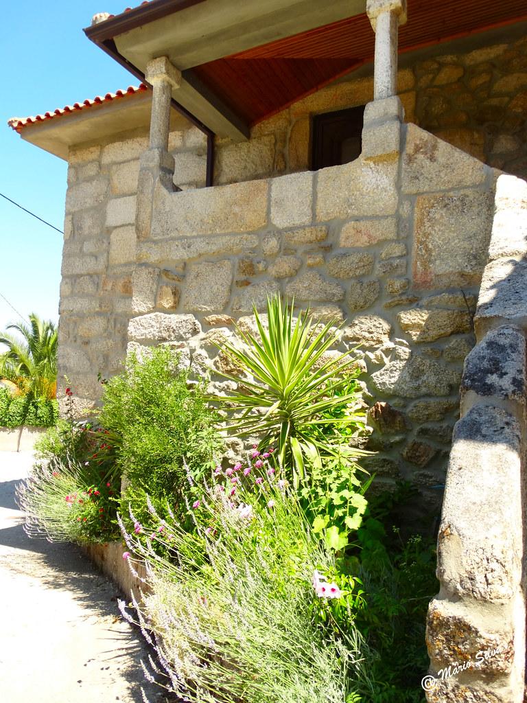 Águas Frias (Chaves) - ... pormenor de uma casa na Aldeia ...