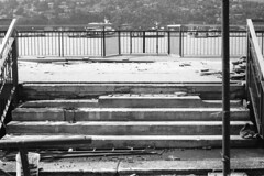 Lavori sul lungolago (sirio174 (anche su Lomography)) Tags: paratie antiesondazione rimozione cantiere lungolago lago lake lagodicomo como comolake italia italy zorki1 industar22 zorki