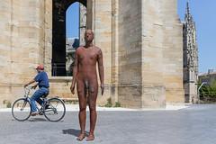 2017/07/05 15h38 statue d'Antony Gormley, place Meynard (Saint-Michel) (Valéry Hugotte) Tags: antonygormley bordeaux gormley meynard saintmichel artcontemporain homme placemeynard sculpture statue