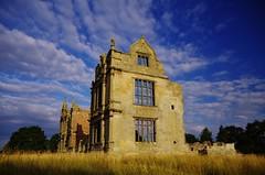 Still framing the view (Sundornvic) Tags: ruins moretoncorbett castle manor stone sun shine gates walls green shropshire morning