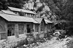 Usine ruine et pont (boboss21) Tags: usine urban montain bridge pont ruine black bw