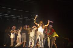 En la imagen se puede ver a los componentes de la txaranga Zorigaitzak recogiendo el segundo premio del Playback