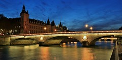 Pont au Change et Conciergerie Paris (letang.gilles) Tags: pontauchange conciergerie paris france europe capitale ville city bridge water fleuve nuit night canon100d bluehour heurebleue laseine longueexposure longuepose baladeparisienne bergesdeseine reflection gillesletang eau îledelacité palace îledefrance citybynight poselente light sitehistorique tourdelhorloge sitetouristique tourisme reflet édifice pontdeparis patrimoine parislanuit vuesdeparis palais arche eos french extérieur architecture pont 巴黎 efs1755mmf28isusm 75 longtimeexposure