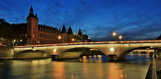 Pont au Change et Conciergerie Paris