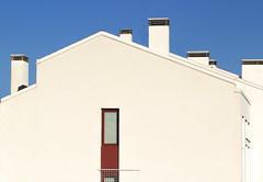 CASA DOLCE CASA. (FRANCO600D) Tags: ud casa casabianca whitehouse blu cielo window finestra camini canon eos600d franco600d