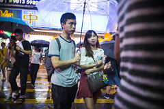 Rainy night (人間觀察) Tags: leica m240p leicam leicamp f20 f2 hong kong street photography people candid city stranger mp m240 public space walking off finder road travelling trip travel 人 陌生人 街拍 asia girls girl woman 香港 wide open ms optics apoqualiag 28mm apoqualia optical