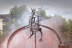 Deventer op Stelten 2017 #2 (dejongbram) Tags: deventeropstelten deventer closeact performance theatre steampunk red outdoors overijssel nikon