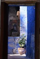 The blue (sacipere) Tags: santacatalina arequipa peru blue doorway