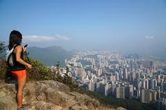 獅子山上    Lion Rock Peak, Hong Kong (Alice 2018) Tags: spring cloud misty smog sky hike hongkong 2017 ilce6000 sony a6000 sonya6000 sonysel1670zcarlzeissvariotessart sonyilce6000 asia city light nature park hill woman girl cityscape autofocus
