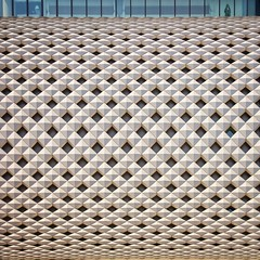 The Sparkly Edge of Reason (Paul Brouns) Tags: explore inexplore architecture architectuur abstract architektur tokyo facades facade façade façades pattern square squareformat paulbrouns paulbrounscom paul brouns curves illusion perspective spacious canon eos 5ds