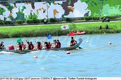 2017-05-29 1224 (Badger 23 / jezevec) Tags: 2017 20170529 dajia dragon dragonboat festival taiwan history culture travel tourism duanwufestival zhongxiaofestival 忠孝節 龍船節 龍舟節 端午节 端午節 龍舟 龙舟 龍船 龙船 taipei ֵ台北 臺北市 taipeh taןpeh ταϊπέι 타이페이 тайбэй 台北市 ტაიბეი تايبيه taibei đàibắc taipé tchajpej rowing sports boat barco шлюпка 배 ボート barca βάρκα bateau 小船 člun veneillä csónak łódź boating vessel photo picture image watersports watercraft asia tradition
