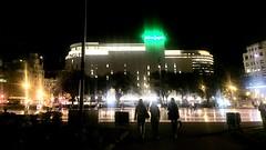 """Plaza nocturna"" (atempviatja) Tags: barcelona plazacataluña urbano ciudad paseo luces parque noche plaza"