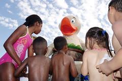 the kids and the big duck (yaya13baut) Tags: bordeaux kids enfants children color colorful duck eye street streetphotography streetphoto streetphotographers streetphotographer streettogs candid sony rx100