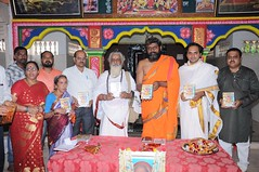A Longest Duration Audio DVD SRI GURUSAMHITAA, Sung By Chinmaya M.Rao Releasing Event Photos (61)