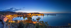 Collioure (France) - Panorama (FH | Photography) Tags: collioure france frankreich baie europa eurpe panorama stadt dorf bucht wasser cotevermeille himmel sonnenuntergang mittelmeer horizont hafen küste languedocroussilon strand festung okzitanien bay