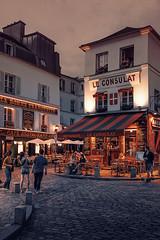 MONTMARTRE PARIS street photography (Carlos Pinho Photography) Tags: montmartre paris street streetphotography night cafésofparis nightparis leconsulat