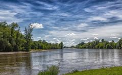 La rivière Allier à Apremont (18). (Crilion43) Tags: arbres région apremont feuillesfeuillage ciel centre rivière paysages allier nuages villes eauvagues