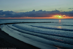 Paz... Peace... (raperol) Tags: 2007 300d airelibre atardecer cádiz diciembre mar playa puestadesol agua