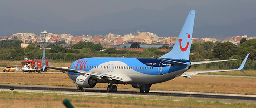 TUI Airlines UK / Boeing 737-8K5 / G-TAWN