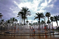 Playing with water (Daniel Nebreda Lucea) Tags: kids niños playing jugando jugar play water agua fountain fuente street calle urban urbano city ciudad spain españa salou beach playa trees arboles sky cielo clouds nubes light luz lights luces shadows sombras sun sol summer verano 2017 canon 60d 1018mm nature naturaleza people gente landscape paisaje shapes formas composition composicion travel viajar enjoy disfrutar holidays vacaciones nwn