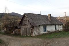 une maison à Ужок (8pl) Tags: maison village chemin cheminée ужок ukraine bois