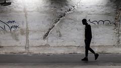Fractures (amor du 94) Tags: 11ème beton entrailles faceaumur hommedanslaville métro parisnord station série texture alexandredumas paris ratp ligne2