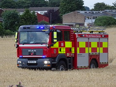 Toddington - 86 - WX09 BLK (999 Response) Tags: toddington 86 bedfordshire fire and rescue service tackling field fires dunstable wx09blk man