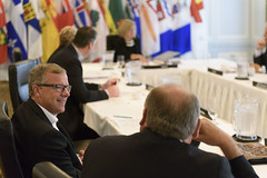 Premiers/premier ministres Wall and/et McLeod during the meeting/durant la rencontre