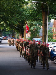 Marching Norwegian Solidiers during the 2017 4 Daagse (arjan.jongkees) Tags: flikrfriday abitoforder soldiers norway 4daagse nijmegen marches marching norwegiansoldiers arjanjongkees olympus flag walking unifrom military 40k holland thenetherlands