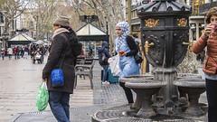 2394  Fuente de Canaletas en la Rambla de Barcelona (Ricard Gabarrús) Tags: robado fuente fuentedecanaletas calle ciudad rue street ricardgabartrus olympus airelibre ricgaba canaletas