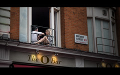 The O (dagomir.oniwenko1) Tags: theobar london couple street candid blur canon color people window england brewerstreet cityofwestminster w11 uk soho
