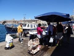Le Marché aux poissons (Hélène_D) Tags: hélèned france provencealpescôtedazur provence paca bouchesdurhône marseille vieuxport marchéauxpoissons marché poisson fishmarket market fish port harbor merméditerranée mediterraneansea méditerranée mer sea pêcheur fisherman