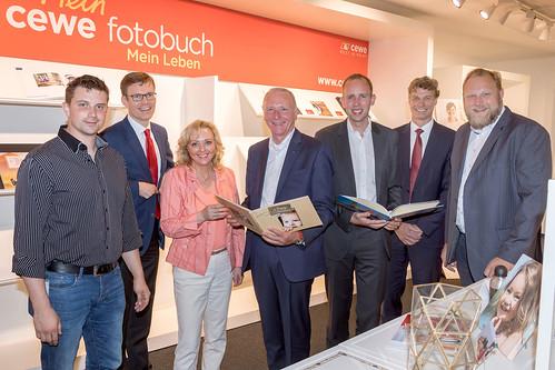 Besuch bei CeWe Color in Kreyenbrück mit Bernd Westphal MdB und Ulf Prange MdL. Foto: cewe / Robert Geipel.