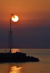 Abat-jour (lefotodiannae) Tags: riflessi italia liguria abatjour lungomare loano colore cielo sole sky mare sunrire mattino alba lefotodiannae