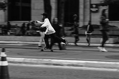 _MG_4960 (BIANO SKATE STYLE.) Tags: streetphotography streetfotography streetfotografia streetskate skatestreet skate skateboard skatelife skateboarding namarracrew namarra pb bnw fotografiapretoebranco fotoderua fotopretoebranco fotografiaderua spfotografia splove spdagaroa sp spcapital avpaulista avepaulista paulistadedomingo paulista bw canon t2i 50mm